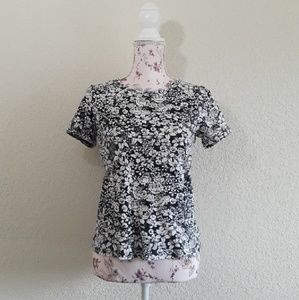 WhiteStag sz:s Black&White Floral Short Sleeve Top